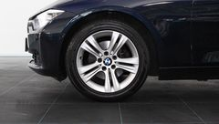 Foto BMW 3 Serie 320i xDrive High Executive Automaat | Head-Up Display | Adapt. Cruise Control | Bi-Xenon | Stoelverwarming | Geheugenstoel | Camera | Park. Sensoren + Assist | NL-Auto | Rijklaarprijs! (22448308-7.jpg)