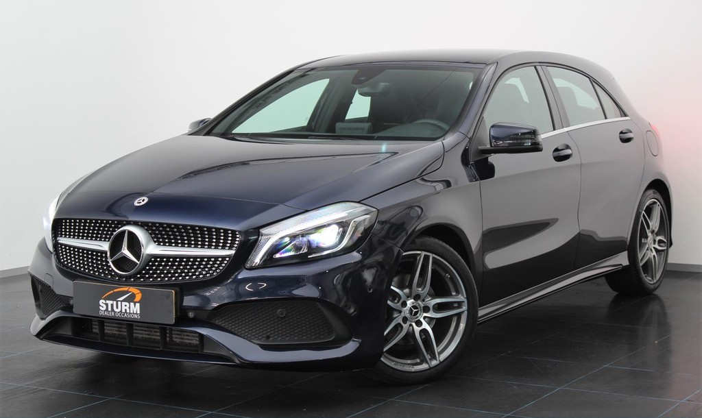 Mercedes-Benz A-Klasse 180 Business Solution AMG Automaat | Navigatie | Camera | Sportstoelen | LED Koplampen | Cruise Control | Stoelverwarming | Airco | Rijklaarprijs!