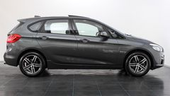Foto BMW 2 Serie Active Tourer 220i High Executive Sport Line Automaat | Panoramadak | Head-Up Display | Leder | Camera | Comfort Access | Elek. Koffer | Navigatie | Park. Assist | Rijklaarprijs! (22455790-3.jpg)