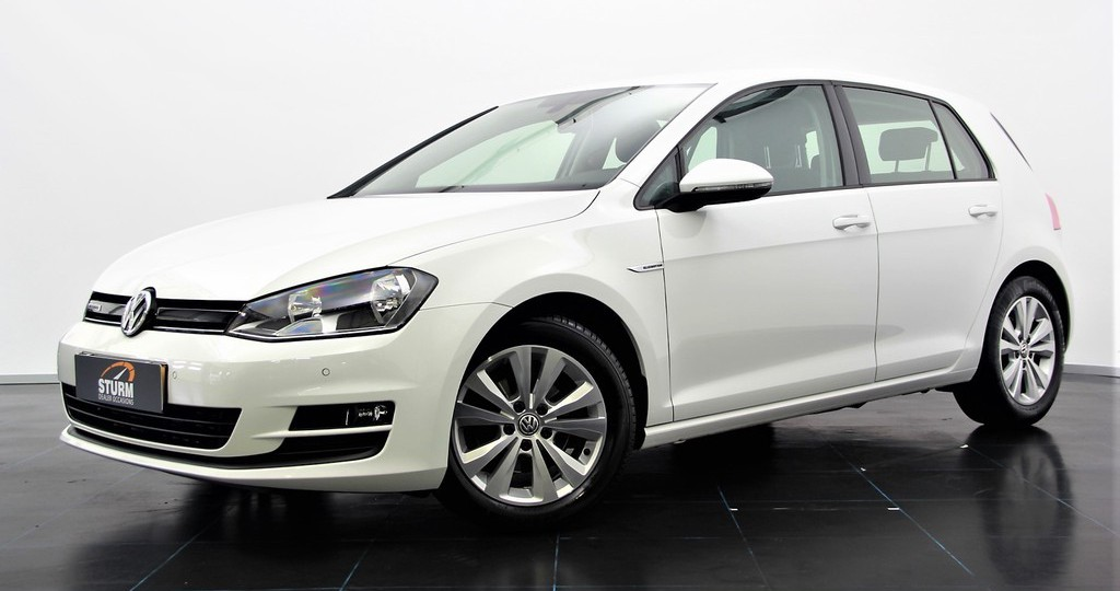 Volkswagen Golf 1.0 TSI BUSINESS CONNECTED | Automaat | Executive Plus-pakket | Camera | Navigatie | Climate & Cruise Control | Trekhaak | Rijklaarprijs!