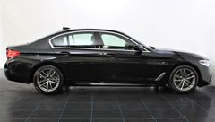 Foto BMW 5 Serie 520i High Executive M Sport | Display Key | Parking + Safety Pack | NL-Auto | Navigatie | Camera | LED | Stuurwiel Verwarmd | Park. Assist | Dodehoek Detectie | Leder | Elek. Geheugenstoelen | Rijklaarprijs! (21319155-3.jpg)