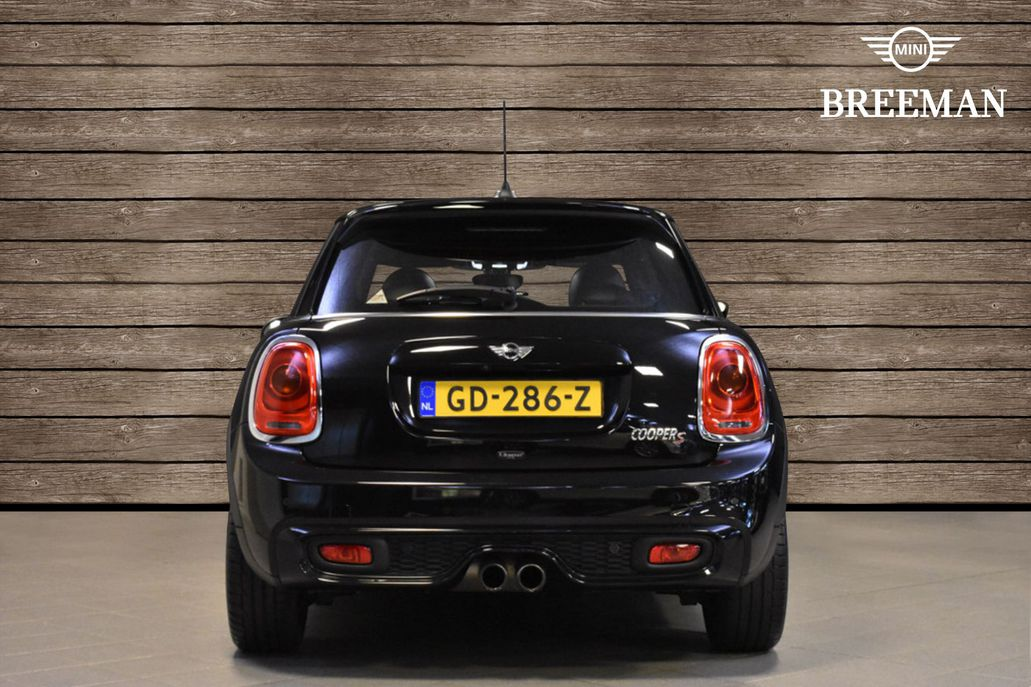MINI Cooper S 5-deurs Chili Serious Business Aut.