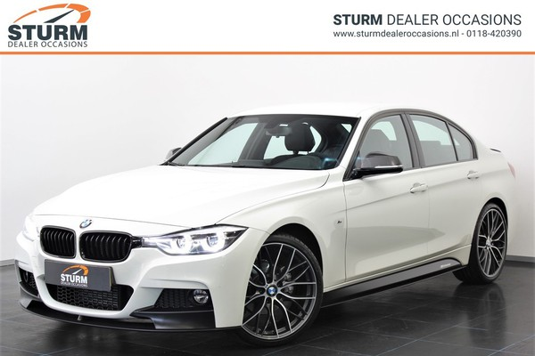 BMW 3 Serie 318i Corporate Lease Executive Automaat | M PERFORMANCE in- & exterieur | 20'' Velgen | Leder | NL-Auto | LED Koplampen | Rijklaarprijs!