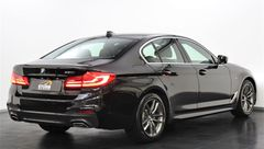 Foto BMW 5 Serie 520i High Executive M Sport | Display Key | Parking + Safety Pack | NL-Auto | Navigatie | Camera | LED | Stuurwiel Verwarmd | Park. Assist | Dodehoek Detectie | Leder | Elek. Geheugenstoelen | Rijklaarprijs! (21319155-4.jpg)