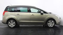 Foto Peugeot 5008 1.6 THP GT | Panoramadak | Head-Up Display | Navigatie | Cruise & Climate Control | Park. Sensoren | Trekhaak | Radio-CD/MP3 Speler | Bluetooth Tel. | Rijklaarprijs! (22181014-3.jpg)