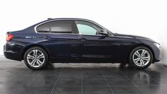 Foto BMW 3 Serie 320i xDrive High Executive Automaat | Head-Up Display | Adapt. Cruise Control | Bi-Xenon | Stoelverwarming | Geheugenstoel | Camera | Park. Sensoren + Assist | NL-Auto | Rijklaarprijs! (22448308-3.jpg)