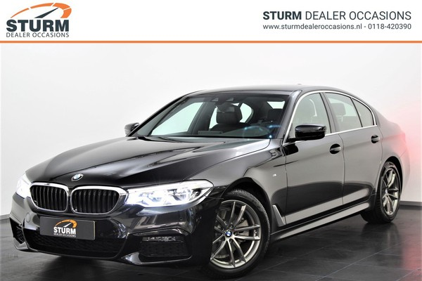 BMW 5 Serie 520i High Executive M Sport | Display Key | Parking + Safety Pack | NL-Auto | Navigatie | Camera | LED | Stuurwiel Verwarmd | Park. Assist | Dodehoek Detectie | Leder | Elek. Geheugenstoelen | Rijklaarprijs!