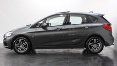 Foto BMW 2 Serie Active Tourer 220i High Executive Sport Line Automaat | Panoramadak | Head-Up Display | Leder | Camera | Comfort Access | Elek. Koffer | Navigatie | Park. Assist | Rijklaarprijs! (22455790-6.jpg)